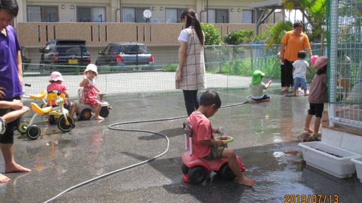 園庭水あそび